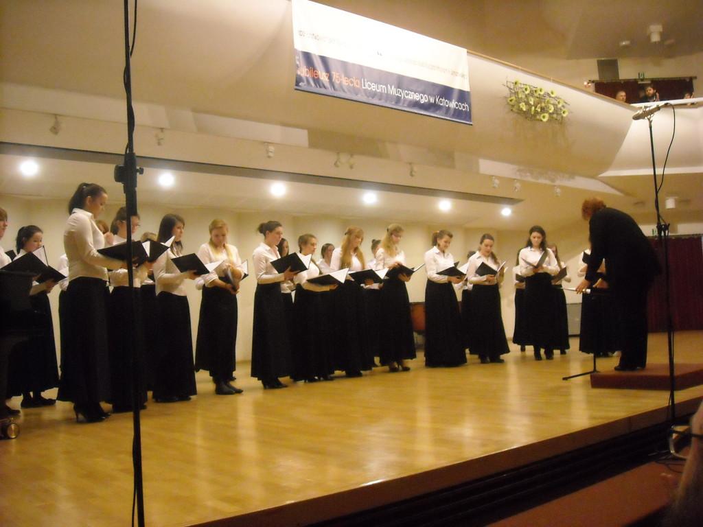 Nasze chórzystki - maturzyski:Monika Wątrobska, Maja Tadajewska i Bożena Sikora.