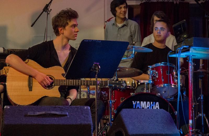 Mateusz Tomczak (gitara), Kuba Radwański (perkusja).