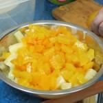 Banany, ananas, pomarańcze, brzoskwinie...